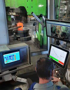 Schmieden von Metall bei hoher Temperatur